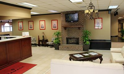 Cottonwood Suites Savannah lobby area