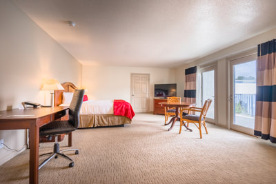 Cottonwood Suites Savannah queen room