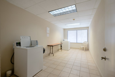 Cottonwood Suites Savannah laundry area