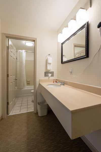 Cottonwood Suites Savannah bathroom